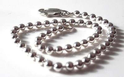 2.5mm-ball-chain-bracelet-close