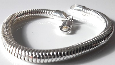 5mm-snake-chain-bracelet-close